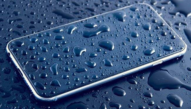 smartphone-in-acqua